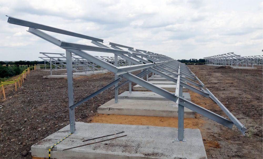Trwa budowa farmy fotowoltaicznej w Kobiernikach