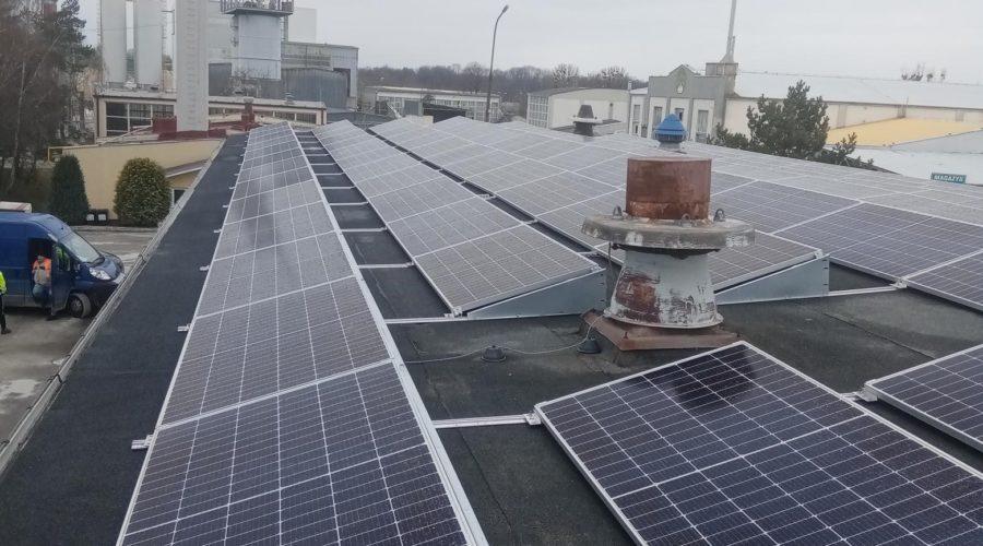 Najpopularniejsze konstrukcje fotowoltaiczne na dach płaski